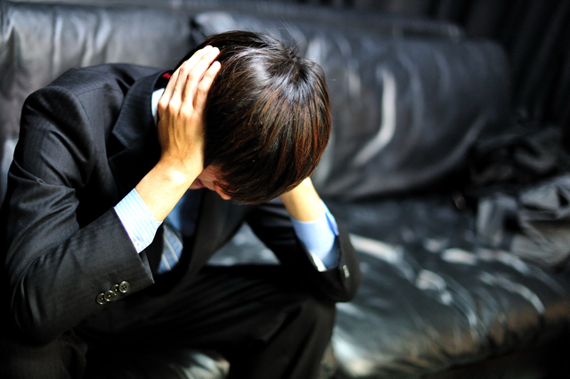 コンプレックスが多すぎる男は気にしすぎ!卑屈になってる場合じゃない