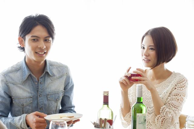 女性と食事をする時の会話が不安!女性を喜ばせる楽しい話題とネタ